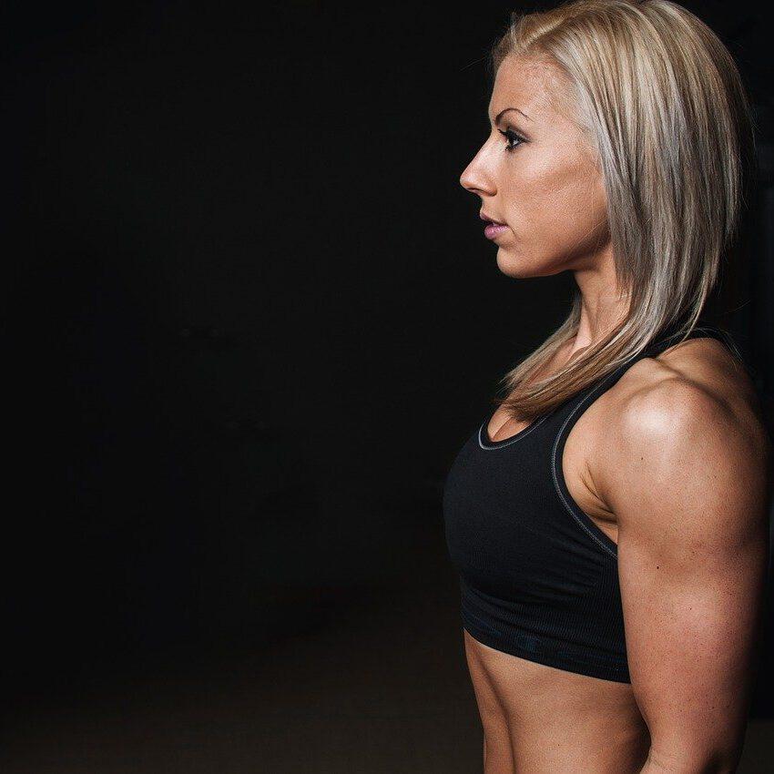 Vrouw portret zij aanzicht sportief
